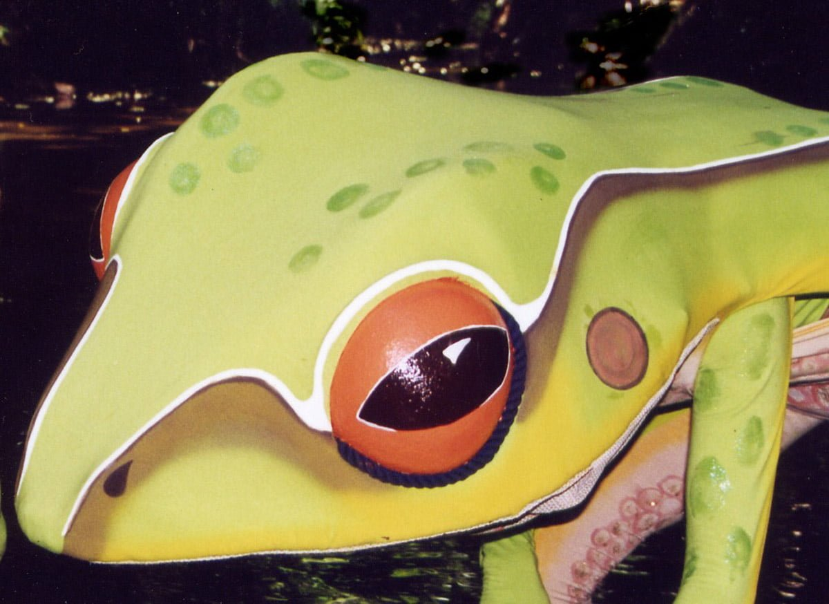 Street Theatre Frog