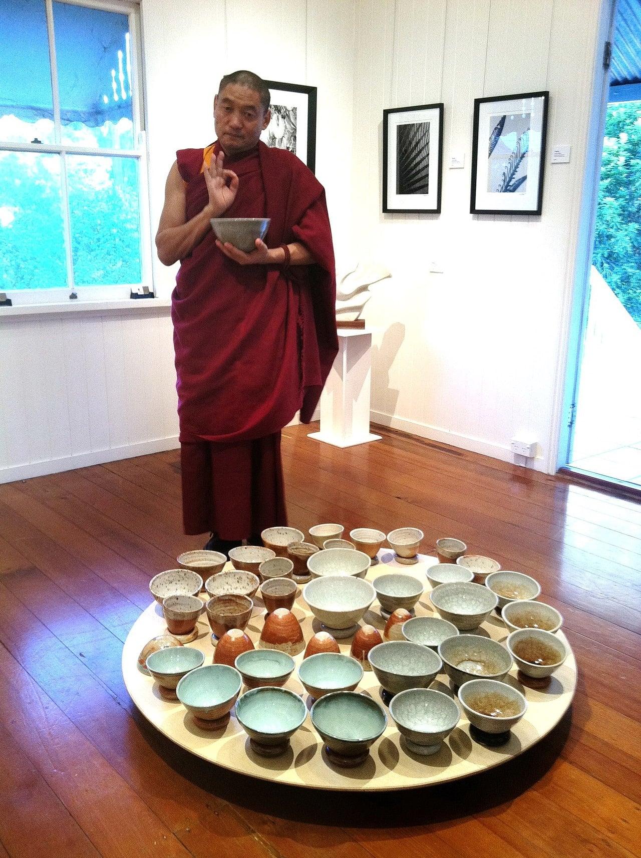 Kari Ceramics Exhibition -embrace_01